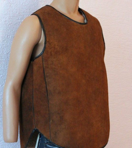 Men's vest with side buttons