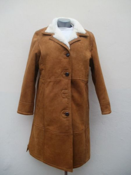 Women's coat with buttons